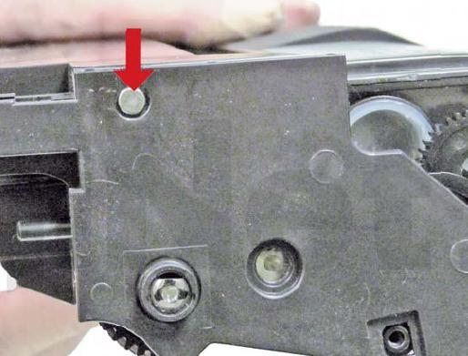 На картриджах от hp 5l и 6l штифт проталкивается легко, на картриджах от hp 1100, требуется приложить некоторое усилие